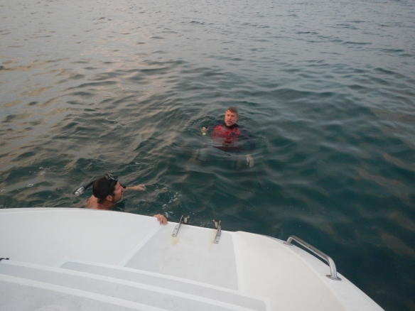 Pete and Mike dive to free the prop from the fishing net